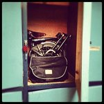                                      Mi Brompton en el locker de la pieza