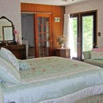 Lioness Lake Bed & Breakfast