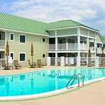 Islander Inn & Suites