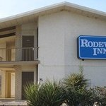  Rodeway Inn.