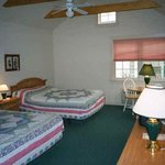 Spruce Lane Lodge & Cottages