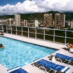 Blum&#39;s Waikiki Beach Condominium Suites