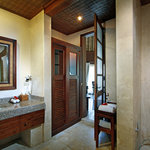  Courtyard Garden Bathroom