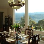  Dining room with large window looking out to the Sierras