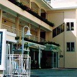 Karavel House Hotel and Serviced Apartments