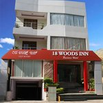 18 Woods Inn