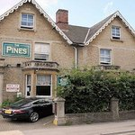 Pines Hotel - Chippenhamの写真