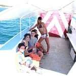                    en el barco de la isla