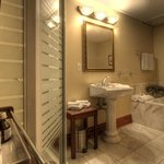  Auberge Premium Bathroom