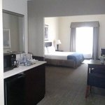  Guest Room - Handicapped Accessible, 1 King Bed.