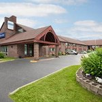  Welcome to the Travelodge North Bay Lakeshore.