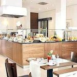  Complimentary Full Breakfast Buffet