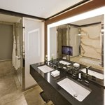 Hyde Park Suite Bathroom