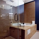  Jacuzzi Suite Bathroom