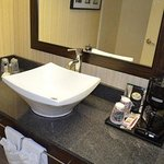Memphis Airport Hotel Conference Center Bath