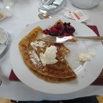                   My pancakes with creme fraise and berries!
