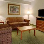  Americ Inn Omaha King Suite