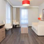 Residhome Appart Hotel Paris-Guyancourt Foto