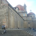  The steps on two sides of San Lorenzo are often a resting place for visitors