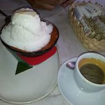                    Sorvete de coco, com lascas de coco em cama de doce de abbora