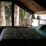 Seperate bedroom-there is a vew of the lake