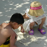 Children busy making castles at Kaala Pathar Beach