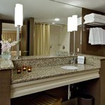  Bathroom with Crabtree &amp; Evelyn Citron products
