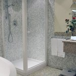 Executive Guest Bathroom
