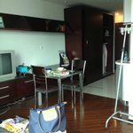 World Union Service Apartment resmi