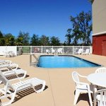  County Inn &amp; Suites, Tampa East Pool deck