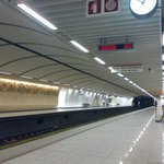  La stazione metro Acropolis di sera tardi in settembre