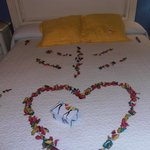  detalle  de la  cama   romantico