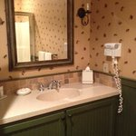  Bathroom in Governor Aiken Room