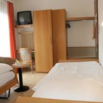 Small double room/single room North Side twin beds