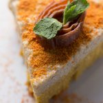 Raw carrot cake