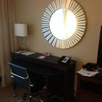 Photo de Crowne Plaza Boston Woburn