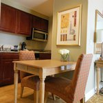 Nice kitchenette with table & chairs