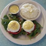 Spinach eggs benedict