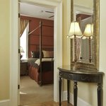  Luxury Suite - Entry - This suite can accomodate up to 5 people in 1300 square feet of space