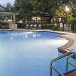  DoubleTree Austin University Area Pool