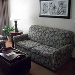  Memphis Poplar Suites Sitting Area