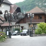                    auberge