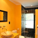  Luxury double room BAthroom