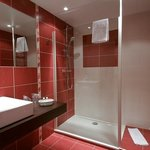  salle de bain rouge
