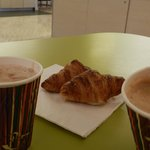  chocolademelk met croissantje
