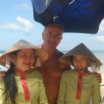                    staff massaggi spiaggia thanh kieu