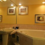 Photo de BEST WESTERN PLUS InnSuites Tucson Foothills Hotel & Suites