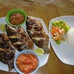  Ikan Mujaer Panggang dengan sambal ala Samosir