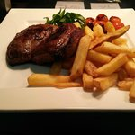 12 oz Rump steak with cherry tomatoes in balsamic with chips