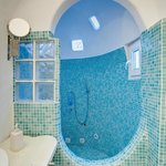 BATHROOM WITH BUILD JACUZZI PATHTUB